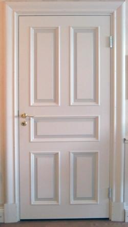 Måla dörrfoder